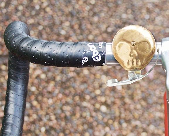 Dzwonek rowerowy w kształcie czaszki
