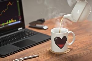 Kubek pikselowe serce zmieniające kolor