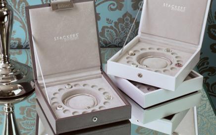 pudełko na bransoletkę z charmsami