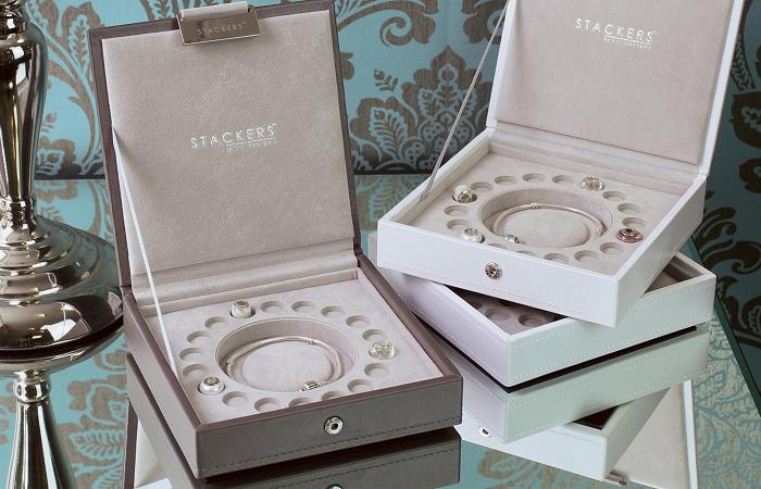 Eleganckie pudełko na bransoletkę i zawieszki Charms Stackers