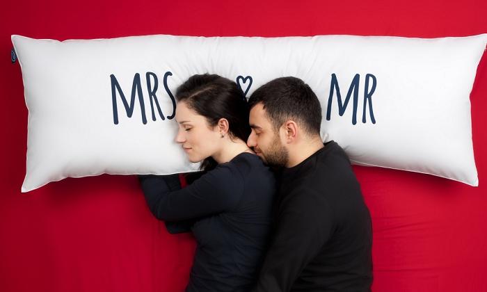 Długa poduszka dla pary Mr Mrs Sleep