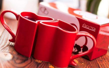 zakochane-kubeczki-czerwone-serca