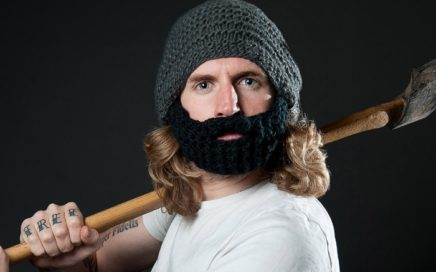 Dziergana czapka z brodą