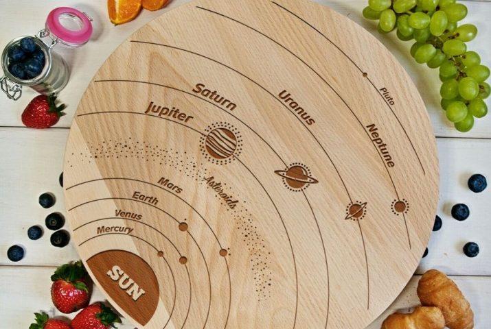 Drewniana deska układ słoneczny