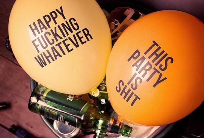 Zabawne balony antyurodzinowe