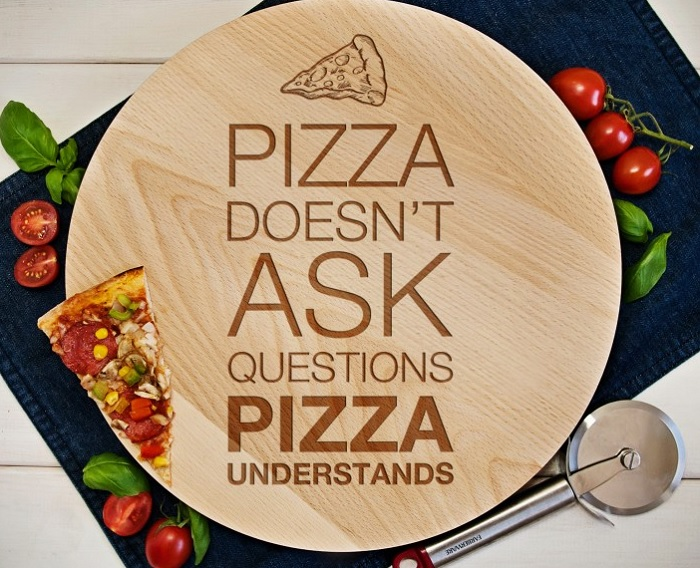 Obrotowa deska Pizza doesn't ask questions..