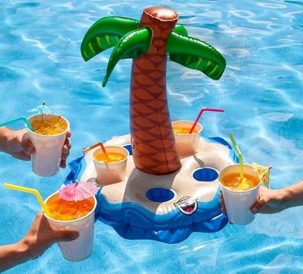 dmuchana wyspa na drinki z palma