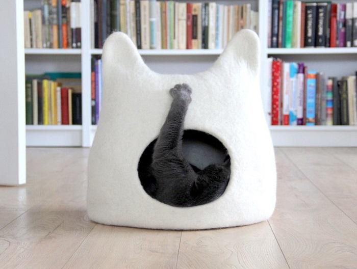 domek dla kota z uszami