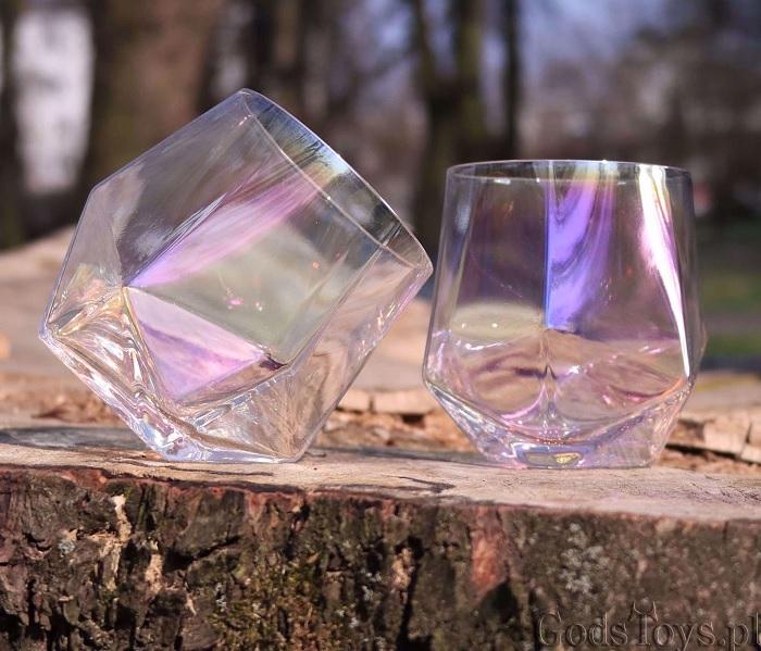 Szklanki diamenty z tęczową poświatą