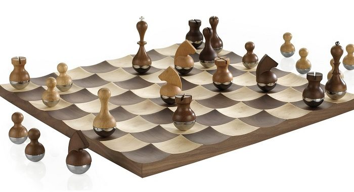 kiwajace sie szachy
