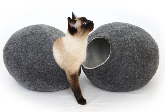 Kokon dla kota z wełny merynosów od Cosy and Dozy