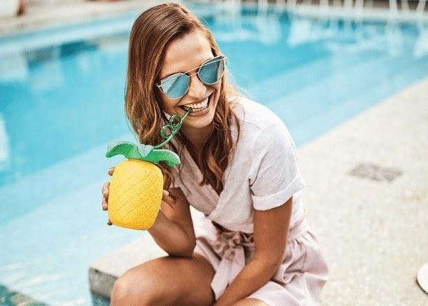Kubek plażowy ze słomką ananas
