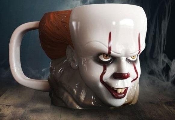 "Kubek mroczny klaun Pennywise z filmu ""To"""