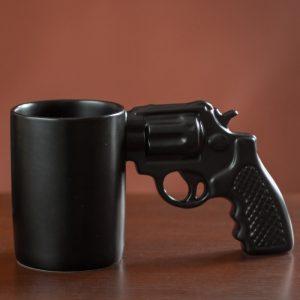 Kubek pistolet dla twardziela