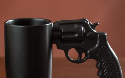 kubek-pistolet