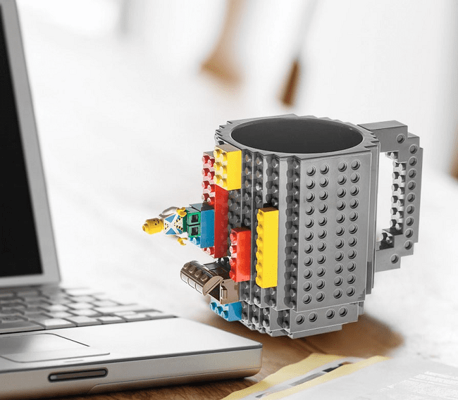 Kubek pasujący do klocków Lego