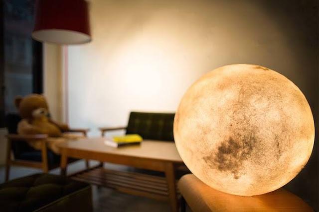 lampa moon 2