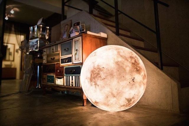 Lampa, która wygląda jak księżyc w pełni, czyli projekt Luna by Acorn Studio