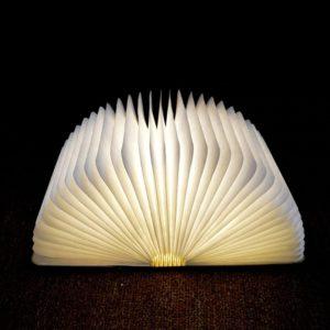 lampka otwarta książka