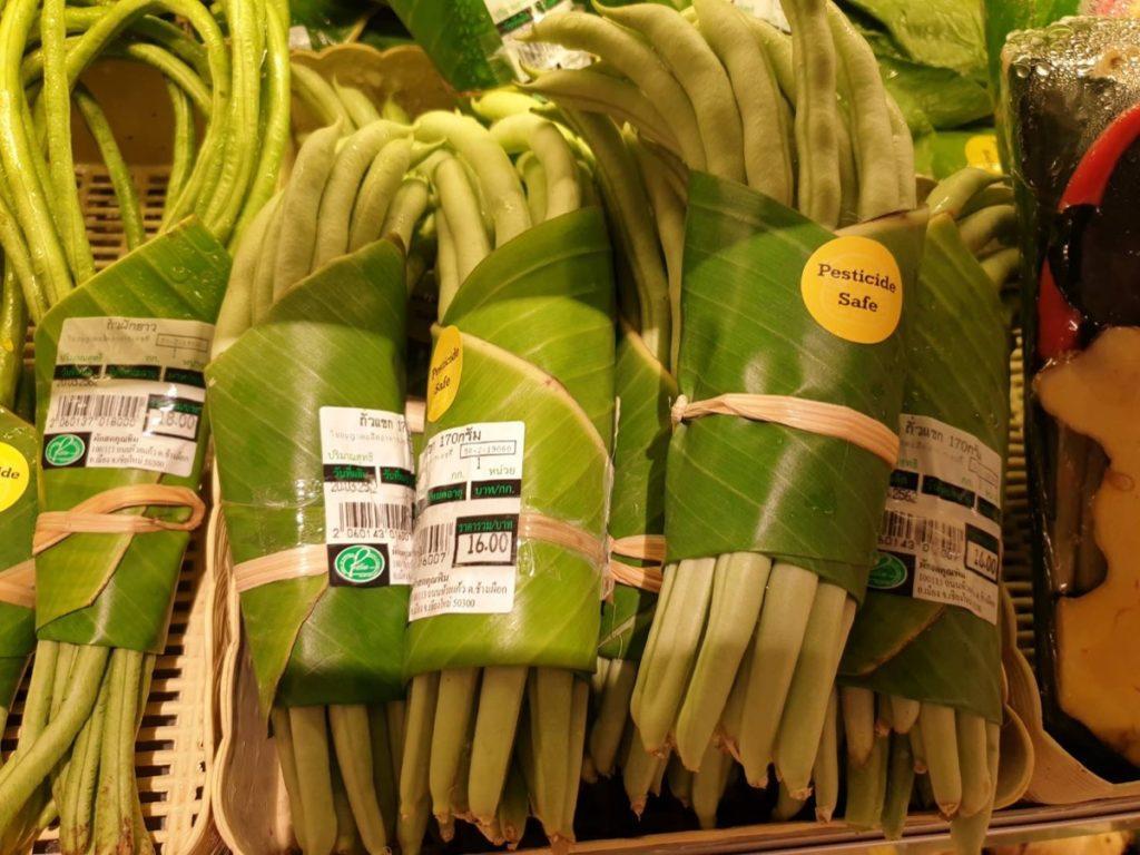 liscie bananowca zamiast plastikowych worków 4