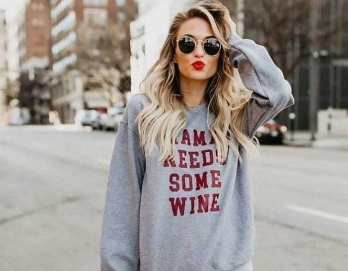 mama needs some wine bluza
