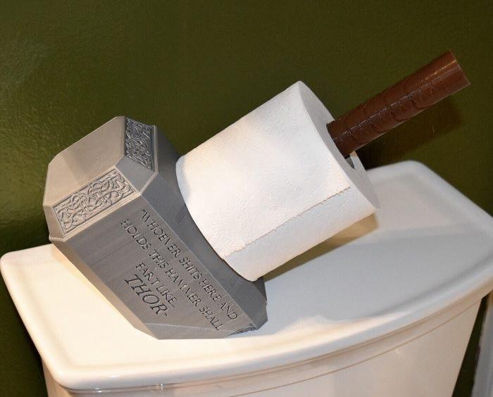 Uchwyt na papier toaletowy młot Thor'a