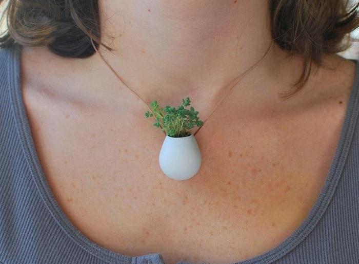 naszyjnik z roślinką