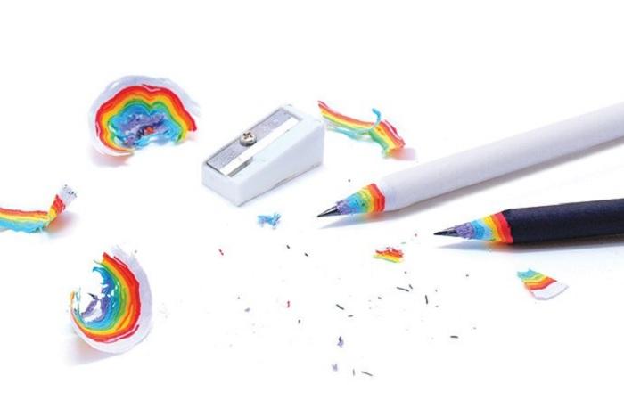 """Ołówek z tęczowymi """"obierkami"""""""