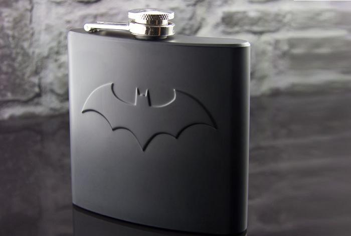 Piersiówka z motywem Batmana