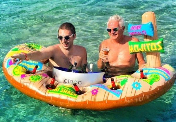 Pływający dmuchany bar