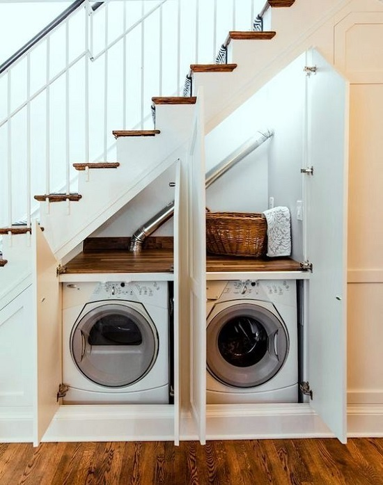 pod schodami pralnia