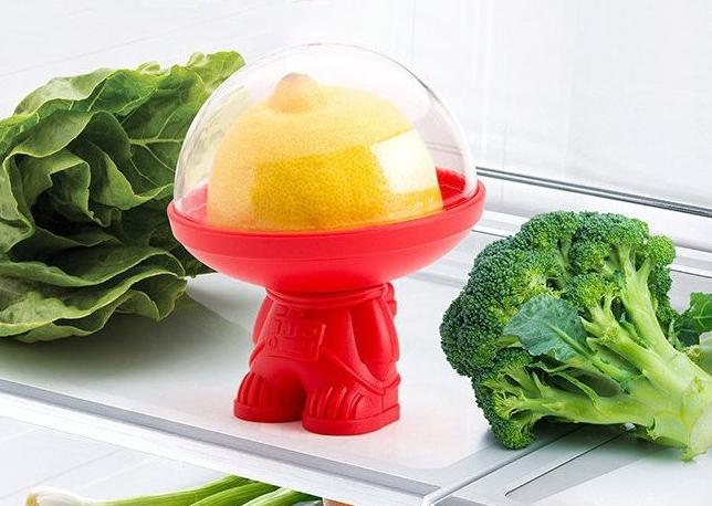 Pojemnik na resztki warzyw i owoców astronauta by Ototo Design