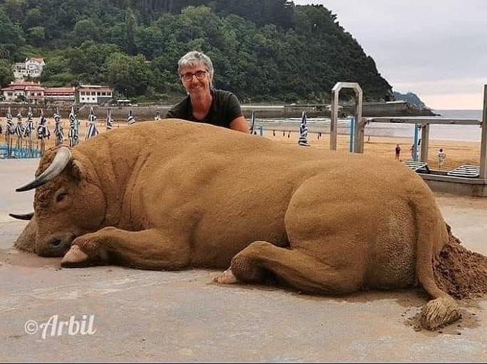 Niesamowicie realistyczne rzeźby z piasku, obok których nie przejdziesz obojętnie