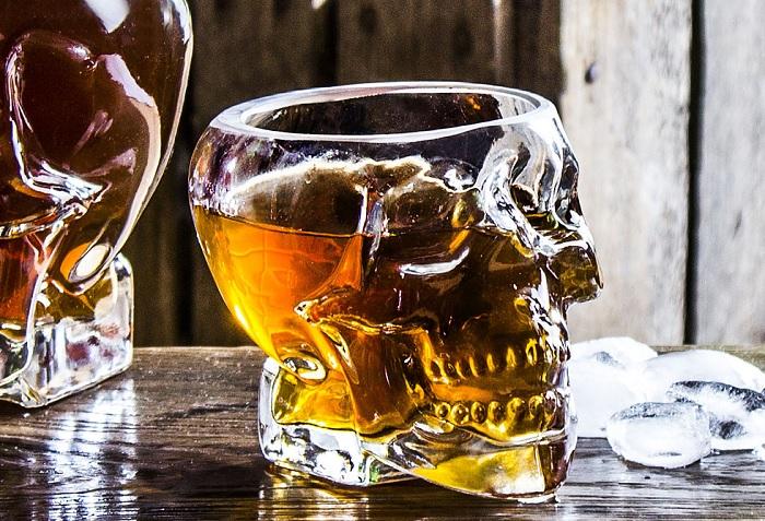 szklanka czaszka