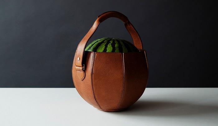 Skórzana torba na arbuza by Yusuke Kadoi