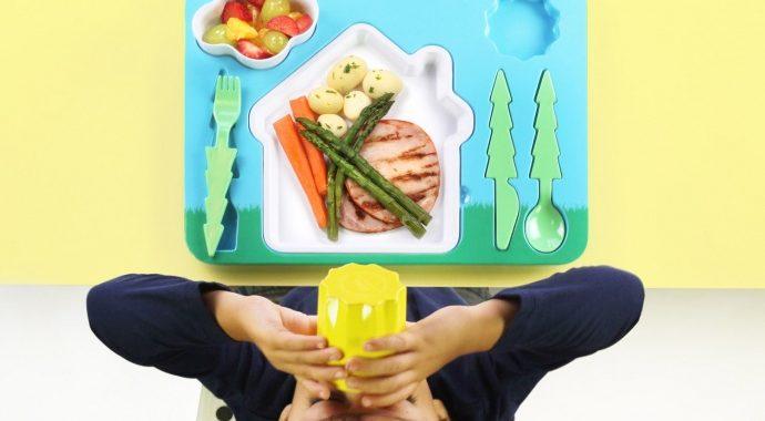 zestaw-obiadowy-dla-dziecka-krajobraz-z-domkiem